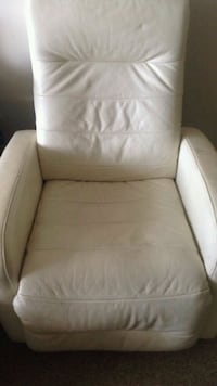 white leather tufted recliner chair Ottawa, K1S 5L5