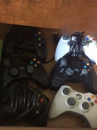 Black and white xbox 360 controllers London, N6G 3L4