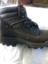 unpaired black leather work boot Modesto, 95354