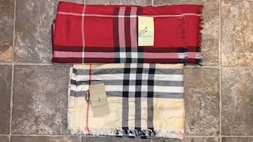 Burberry Scarf beige brand new with tags