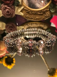 Beautiful! Silver Beaded stretch Bracelet with Pink Crystal stones Gainesville, 20155