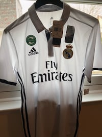 Real Madrid AUTHENTIC!! Home Jersey..Brand New!!..Comes With the Tags!! ORIGINAL PRICE 120!!