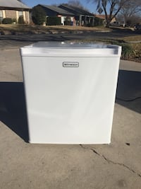 Emerson compact mini fridge CR177WE2 refrigerator white brand new out of box