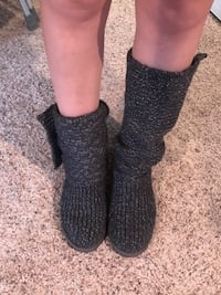 Knit Uggs -Size 9 FIT MORE LIKE 11 Damascus, 20872