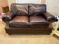 Leather love seat Colonia, 07067
