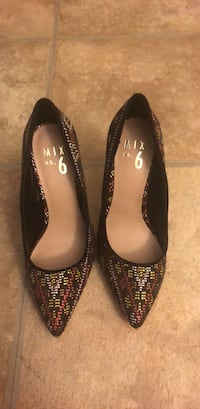 Pair of black-and-brown leather pumps La Puente, 91744