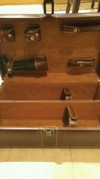 Wine case with accessories new. Holds 2 bottles Brampton, L6T 1S8