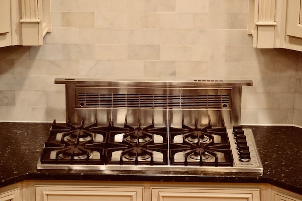 Viking Pro Series 36 Gas Stove And Rear Downdraft Ventilation System