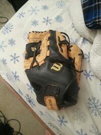 wilson adult baseball glove Newburgh, 47630