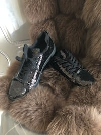 New in box sequin sneakers size 6.5 Calgary, T2X 0M7
