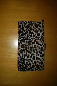 cheetah print purse pouch variety of pockets for card checks an money