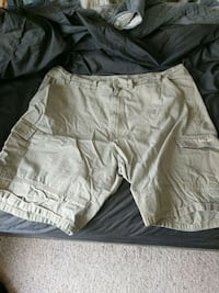 Men's 44 khaki cargo shorts 2188 mi