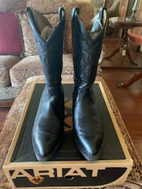 Cowboy boots. Name brand Ariat