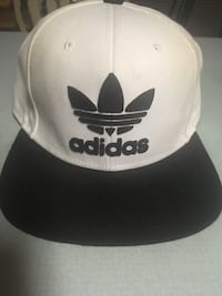 white and black Adidas fitted cap Chester, 23831
