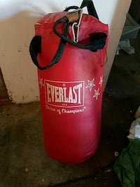 red and black Everlast heavy bag OBO Chula Vista, 91910
