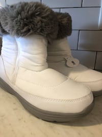 Size 9 White snow boots with fur Woodbridge Township