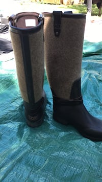 Pair of black leather boots Calgary, T3B
