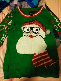 Christmas sweater size small Oakley, 94561