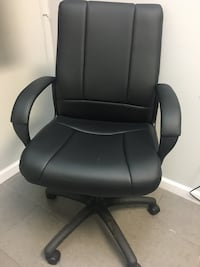 Office chair. Faux leather. Height adjustable. Vienna, 22031