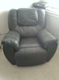 Black leather recliner sofa chair  Surrey, V3S 4P9