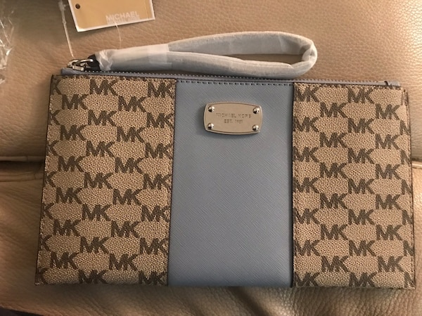 e3563ddfe297 Used Michael Kors clutch for sale in Mill Valley - letgo