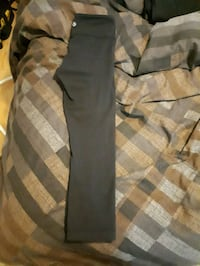 Lululemon capris ( size 2) London