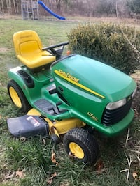 John Deere LT 160 automatic riding lawn tractor / mower Middletown, 19709