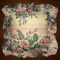Single Floral Pillow / Seat Cushion - Washable! Very pretty! Excellent condition! Chantilly