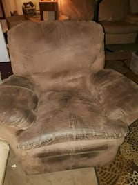 DELIVERY INCLUDED brown soft recliner 100 OBO Topeka, 66612