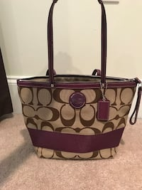 Brown and purple coach monogram tote bag Belle Chasse, 70037