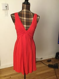 Brand new zara red v neck dress in small Montréal, H1M 1S1