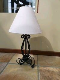 Lamp with removable lamp shade