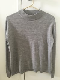 gray scoop neck long sleeve shirt Toronto, M2M 3Z1