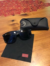 Black framed ray-ban wayfarer boyfriends sunglasses with case Daly City, 94014