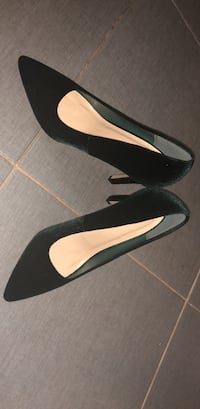 pair of black pointed-toe pumps Washington, 20017