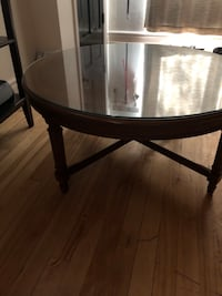 Round wooden coffee table Montréal, H3N 2C6