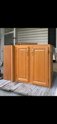 Oak kitchen cabinets (uppers and lowers)
