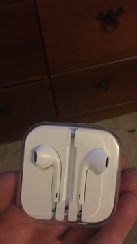 Iphone earpods Charles Town, 25414