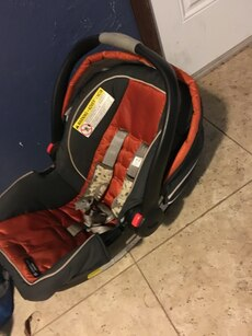 baby 39 s red black and gray car seat carrier in dallas letgo. Black Bedroom Furniture Sets. Home Design Ideas