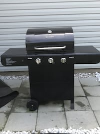 Charbroil Gas Grill + Grill Cover + propane tank Concord