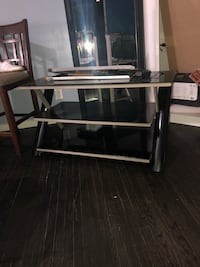 Wall mount tv stand  London, N5Y 4E7