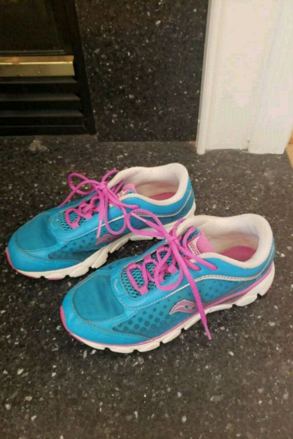 pair of blue-and-pink saucony running shoes