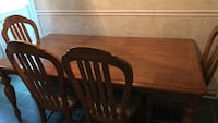 7 foot with a leaf and 4 chairs American Signature brand Fairborn, 45324