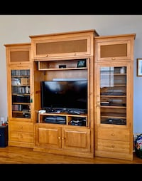 Ethan Allen TV Stand and Entertainment Center Leesburg, 20175