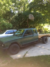 Forest green 1992 Chevy s10. Wood flatbed. Cleveland, 53015