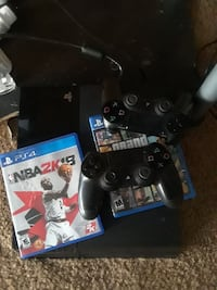 Ps4 500gb 2 controllers nba2k18 and grand theft au