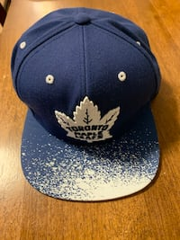 Toronto maple leafs snap back hat (2 available) Barrie