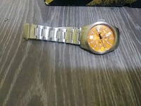 round gold analog watch with link bracelet Pickering, L1V 5S3