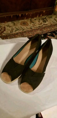 TOMS black wedges Alexandria, 22310