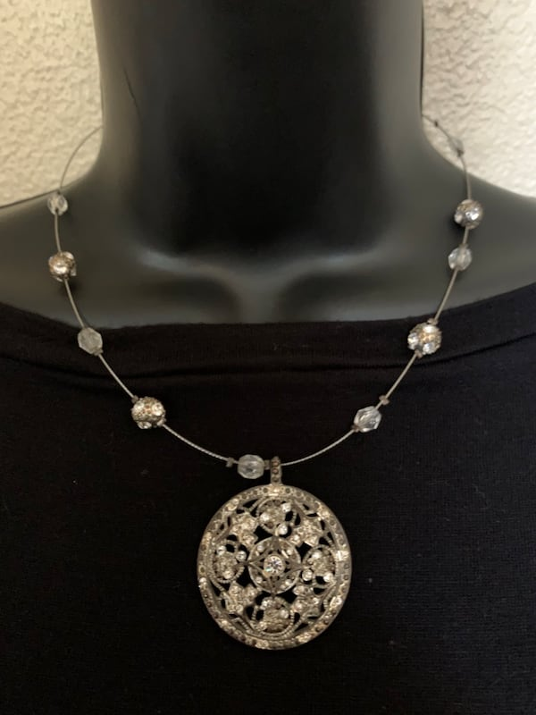 Pretty Necklace d2be24f2-60b8-49a3-ab09-3be033301c45